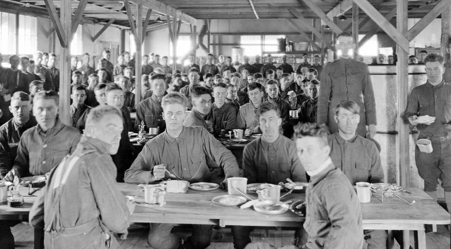 World War 1 soldiers at training camp mess hall. Crowded conditions hastened the Spanish flu spread.
